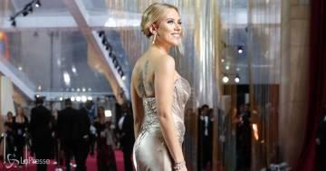 Scarlett Johansson prova a farsi riconoscere dalla figlia in un film in cui aveva 11 anni