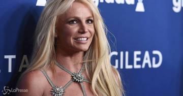 Britney Spears stravolge il suo look in vista dell'udienza in tribunale: ecco le nuove foto