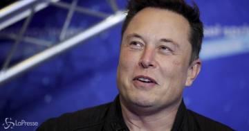 Crolla il patrimonio di Elon Musk per colpa di un suo tweet: ora è il terzo uomo più ricco