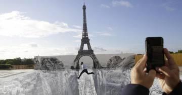 L'incredibile scogliera creata di fronte alla Tour Eiffel: ecco le foto