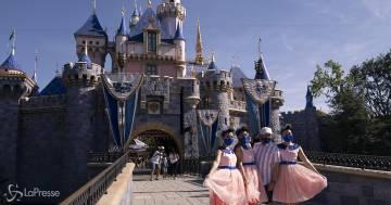Riapre Disneyland in America: le immagini emozionano il web