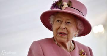 Ecco come la Regina Elisabetta 'viene protetta dal cibo avvelenato'