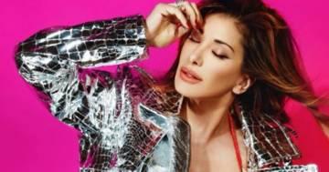 Sabrina Salerno fa perdere la testa ai fan con una giacca a specchio e bikini rosso