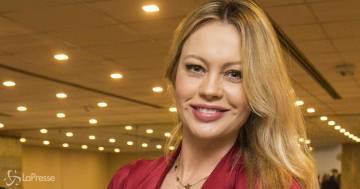 Anna Falchi è la conduttrice dei 'Fatti vostri'