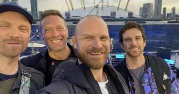 """Ascolta """"Higher Power"""" dei Coldplay in versione acustica"""