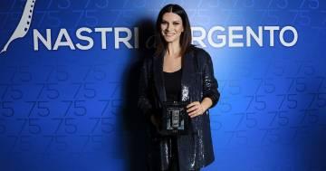 Laura Pausini vince ai Nastri d'Argento e dedica un messaggio importante alla figlia Paola