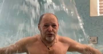 """""""Vincerò!"""": Vasco canta il 'Nessun dorma' nella vasca idromassaggio, ecco il video"""