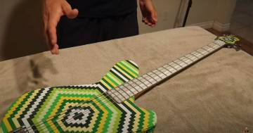 Questo basso è fatto con i Lego: ecco il video che spiega come costruirlo