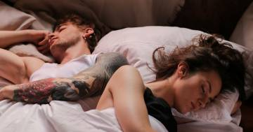 La scienza conferma: l'odore del partner ci aiuta a dormire meglio