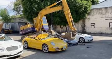 Auto di lusso, per il valore di un milione di euro, distrutte dalle ruspe: il video