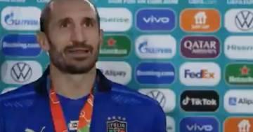 Chiellini parla alla tv svedese ma Florenzi lo interrompe urlando: il video è esilarante
