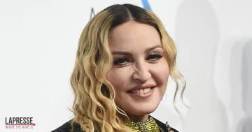 Madonna arriva a Lecce col treno regionale e passeggia per la città: foto e video