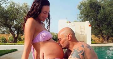Paola Turani: tra anniversario e gravidanza, il suo post è una cartolina d'amore