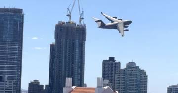 Il jet fa lo slalom tra i palazzi di Brisbane: il video diventa virale