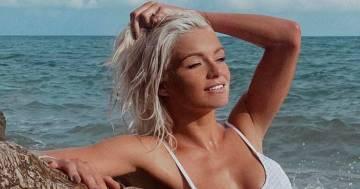 Mercedesz Henger è una bellissima sirena: la foto al mare conquista tutti