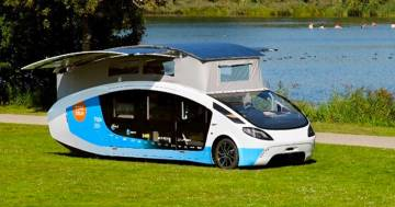 """""""Stella Vita"""", il camper fotovoltaico che genera energia sufficiente per vivere e guidare"""