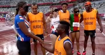 """""""Keula, vuoi sposarmi?"""": l'emozionante proposta della guida all'atleta non vedente alle Paralimpiadi"""