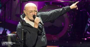 """Peggiorano le condizioni di salute di Phil Collins: """"Non riesco più a tenere una bacchetta in mano"""""""