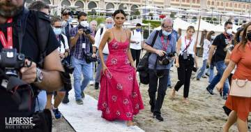 Serena Rossi conquista Venezia: ecco le foto del suo arrivo alla Mostra del Cinema