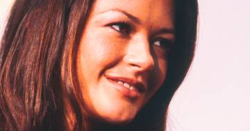 Catherine Zeta Jones mostra in una foto i suoi capelli ricci al naturale