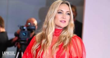 Kate Hudson splendida sul red carpet: tra fitness pilates e lap dance incanta Venezia