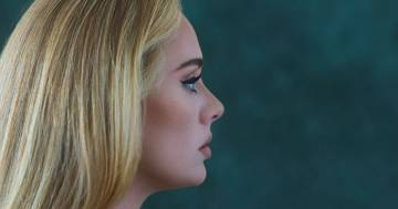Con 'Easy On Me' Adele infrange un nuovo record