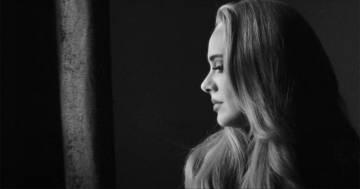"""Adele ha pubblicato il suo primo singolo """"Easy On Me"""", il videoclip è stupendo"""