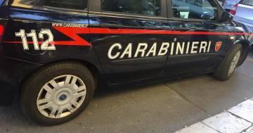 Va dai carabinieri perché ha perso i telefono ma scoprono che era ricercato e lo arrestano
