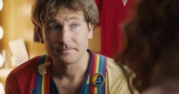 Interpreta Robin Williams sul set di Mork & Mindy: la somiglianza è impressionante
