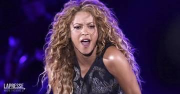 Shakira è stata attaccata da due cinghiali al parco: ecco i video