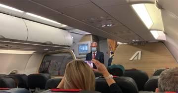 L'ultimo volo di Alitalia: ecco l'emozionante discorso del capitano Andrea Gioia