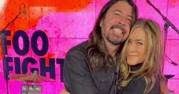 Jennifer Aniston super fan dei Foo Fighters: le foto con Dave Grohl sono entusiasmanti