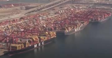 Il porto di Los Angeles è bloccato e migliaia di navi attendono per scaricare: ecco le immagini